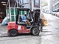HK Sai Ying Pun 興漢道 Hing Hon Road 鏟車 Forklift n driver December 2018 SSG 02.jpg