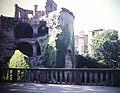 Heidelberg Castle Fallen Wall (9813110664).jpg