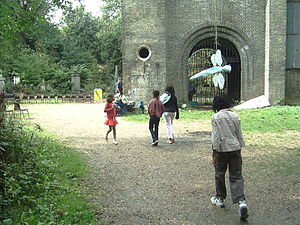 Abney Park Chapel - Hosking and Collison's inclusion of a semi-circular classical arch in an otherwise gothic building helped symbolise the nondenominational concept of the cemetery – that it was open to all (photo: Sept. 2005).