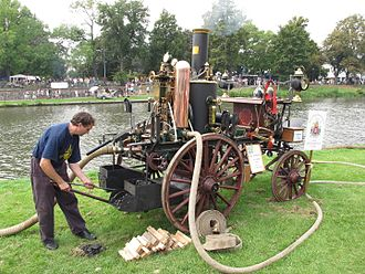 Hydraulic accumulator - Steam fire engine, with vertical copper accumulator