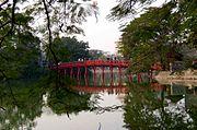 The-Huc-Brücke am Hoan Kiem-See
