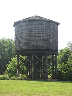 IL Central RR Water Tower, Kinmundy.jpg