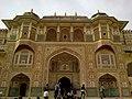 Inde Rajasthan Jaipur Fort Amber Ganesh Pol - panoramio.jpg