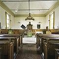 Interieur, overzicht richting het oosten met preekstoel en kerkbanken - Wagenborgen - 20387751 - RCE.jpg