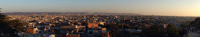 Jaipur evening kites 2011.jpg