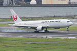 Japan Airlines, Boeing 767-300, JA659J (16895137982).jpg