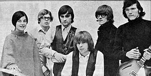 Jefferson Airplane - Jefferson Airplane in early 1966. From left: Anderson, Casady, Balin, Spence, Kantner and Kaukonen.