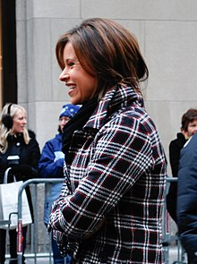 Jenna Wolfe chatting with people (cropped).jpg