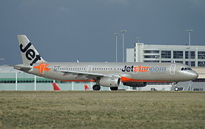 Jetstar Airways - Airbus A321-200 ready to take off from Runway 27 at Melbourne Airport