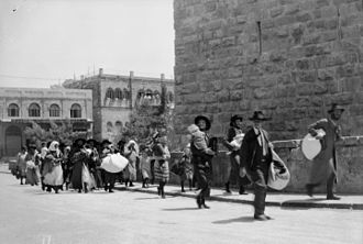1929 Palestine riots - During the 1929 Palestine riots, Jewish families at Jaffa Gate fleeing from the Old City of Jerusalem