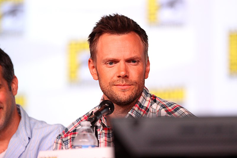 Joel McHale -References
