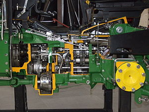 Transmission (mechanics) - Tractor transmission with 16 forward and 8 backward gears