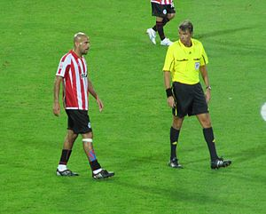 Juan Sebastián Verón - Image: Juan Sebastian Veron & Roberto Rosetti 2009 FIFA CWC