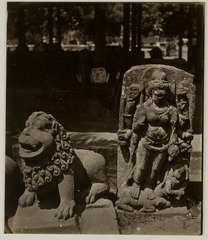 KITLV 28220 - Isidore van Kinsbergen - Sculpture of a Singa (lion) and Durga at Yogyakarta - 1865-07-1865-09.tif