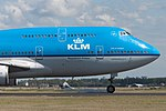 KLM Boeing 747-400 PH-BFC nose section (20312310542).jpg