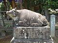 Kakihisa-Tenmangu Shrine gagyu statue.JPG