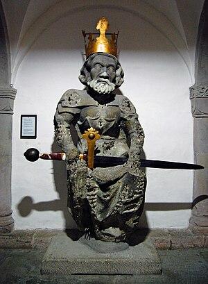statue karls des groen in der krypta des zrcher grossmnsters - Karl Der Grose Lebenslauf