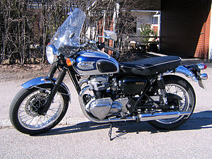 Kawasaki W650 2000 Retro High Bar.jpg