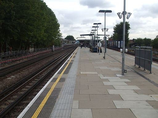 Kilburn station eastbound look east