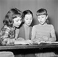 Kinderen krijgen onderwijs in de school van het koninklijk Deens ballet, Bestanddeelnr 252-9223.jpg