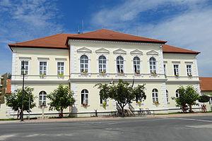 Kisbér - Image: Kisbér Városháza