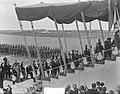 Koninklijk bezoek aan Parijs, Aankomst koningin Juliana op vliegveld Parijs, Bestanddeelnr 903-9781.jpg