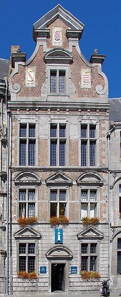Maison La Toison d'Or, Grand Place, à droite de l'hôtel de ville