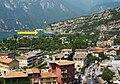 La passerella ciclo-pedonale che collega Torbole a Riva del Garda indicata dalla freccia.jpg