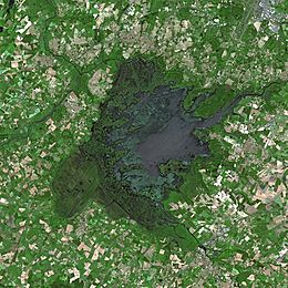 Photo satellite du lac (crédit : CNES - Spot Image)