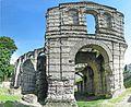Le Palais Gallien vestige gallo-romain à Bordeaux.jpg