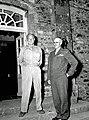 Les généraux américains Eisenhower et Bradley sur le perron du château des Mares à St-Sauveur-Lendelin, le 8 août 1944..jpg