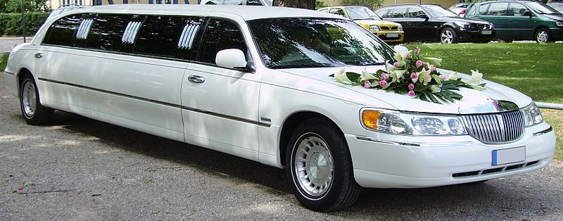 File:Lincoln Town Car limousine wedding car.jpg