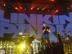 Linkin Park durante un recital.