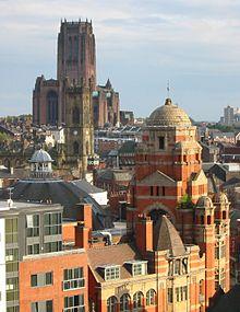Panorama della città, sullo sfondo la Liverpool Cathedral.