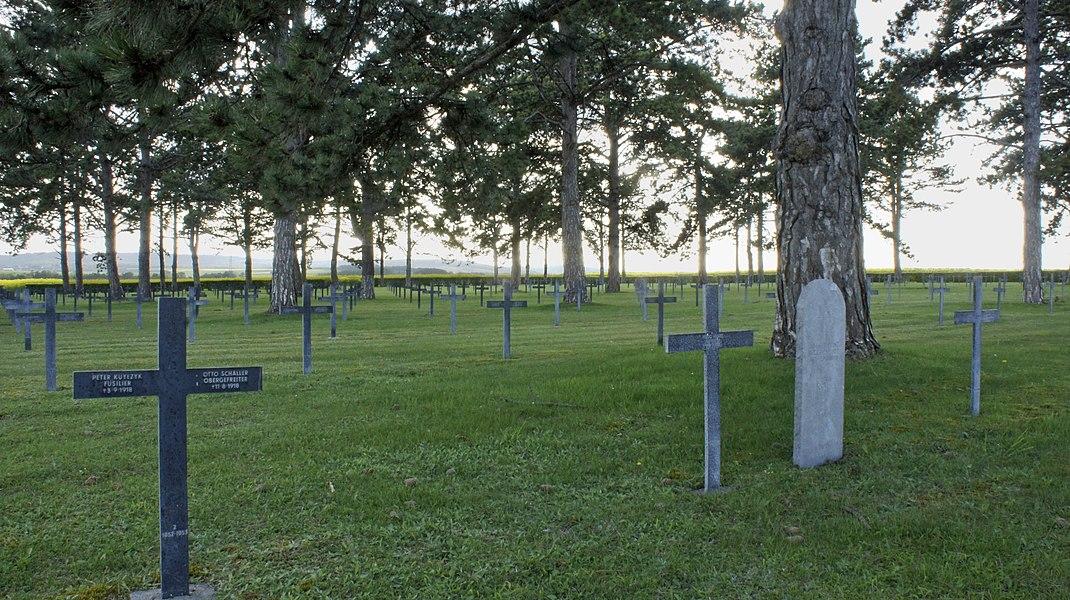 Loivre, cimetière allemand de soldats de la Première guerre mondiale.