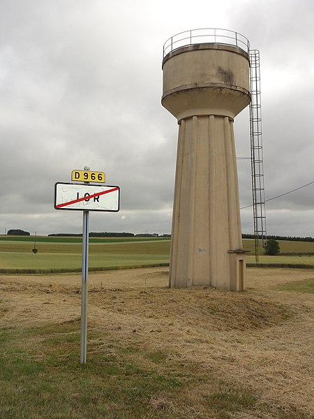 Lor (Aisne) city limit sign and water tower