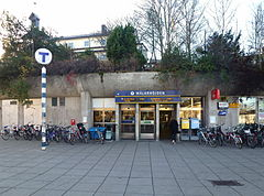 Mælarhøjden metro og kirke 2013. jpg