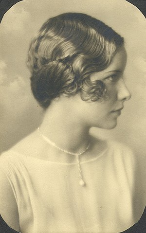 Finger wave - A large-waved finger wave hairstyle.