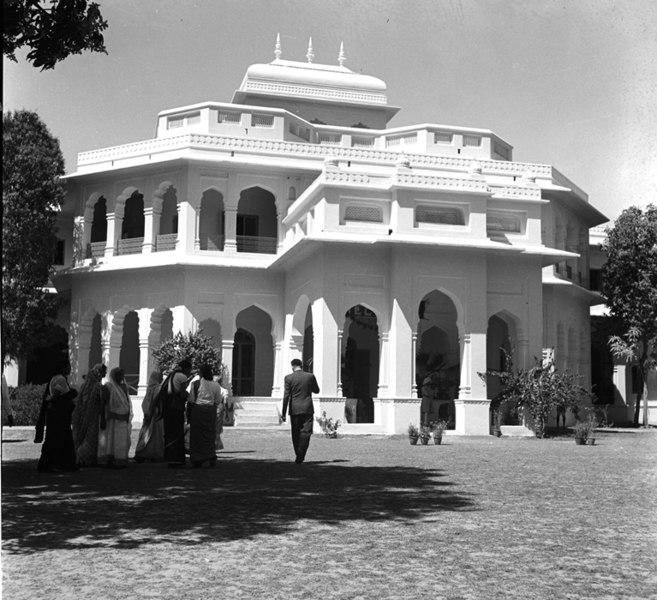 File:Maharani Gayatri Devi Girls High School Jaipur.jpg