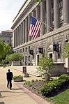 Entrada principal Edificio del Departamento de Comercio, 14 y Constitución 3.jpg