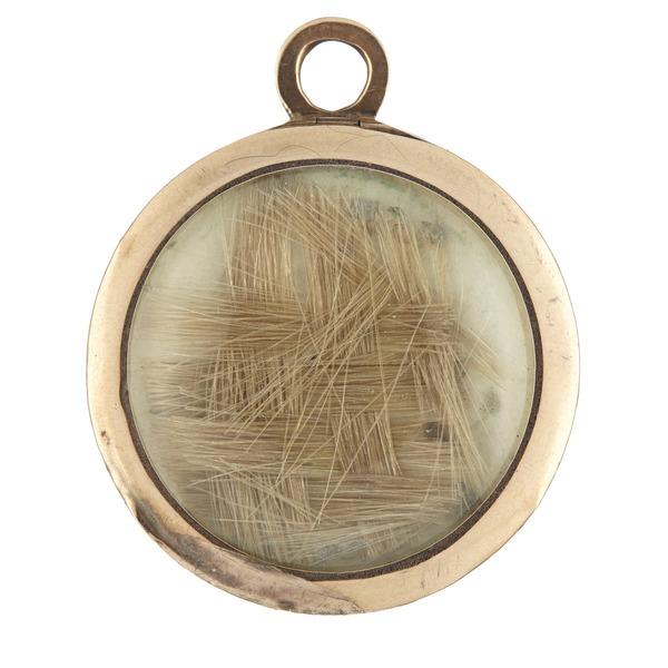 File:Medaljong med hår, cirka 1783 - Livrustkammaren - 98919.tif