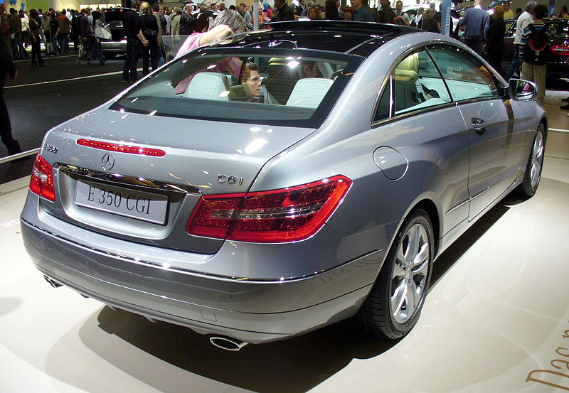 Ficheru:Mercedes-Benz E 350 CGI Coupé Heck.JPG
