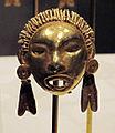 Messico, mixtechi-aztechi, pendenti a forma di testa, 1400-1515 ca, oro fuso 02.JPG
