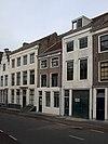 foto van Huis met geverfde rechte gevel in lijst gedateerd 1738