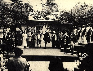 Riverside Shakespeare Company - A Midsummer Night's Dream at Carl Schurz Park, Manhattan, 1978. The set utilized a series of sheet steel walls to project the natural voice.
