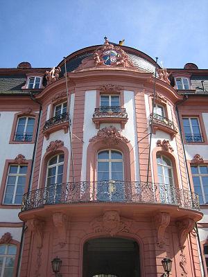Osteiner Hof - Image: Mittelrisalit Palais Ostein