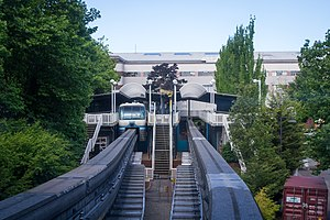 Seattle Center Monorail - The monorail utilizes the Spanish solution at the Seattle Center station. Passengers boarding the train use the center platform, while those disembarking use the side platforms.