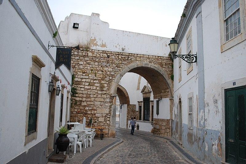 File:Muralhas de Faro - Arco do Repouso.jpg
