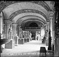 Musée du Louvre - Salle des Caryatides (sic), Louvre, Paris (g0464).jpg