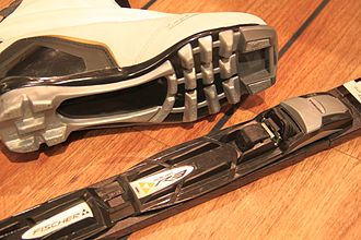 Ski binding - The NNN binding has two ridges extending backwards from the toe latch, matching corresponding channels in the boot